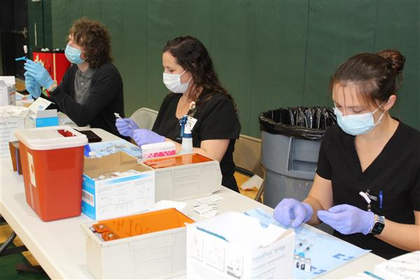 Hundreds participate in School District Five COVID-19 staff vaccination event